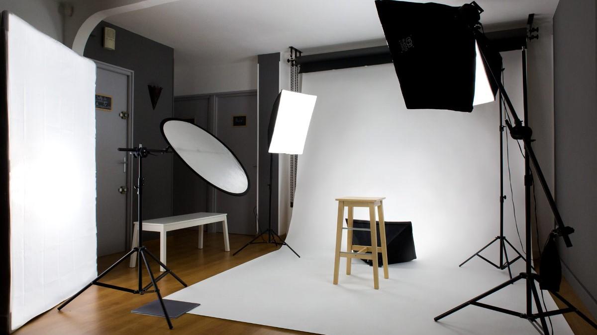 """Configuration eclairage du studio de photo de Carcassonne pour une séance """"book professionnel"""" avec fond blanc"""